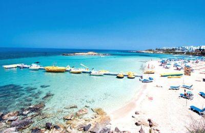 Απονεμήθηκαν γαλάζιες σημαίες σε 68 παραλίες της Κύπρου