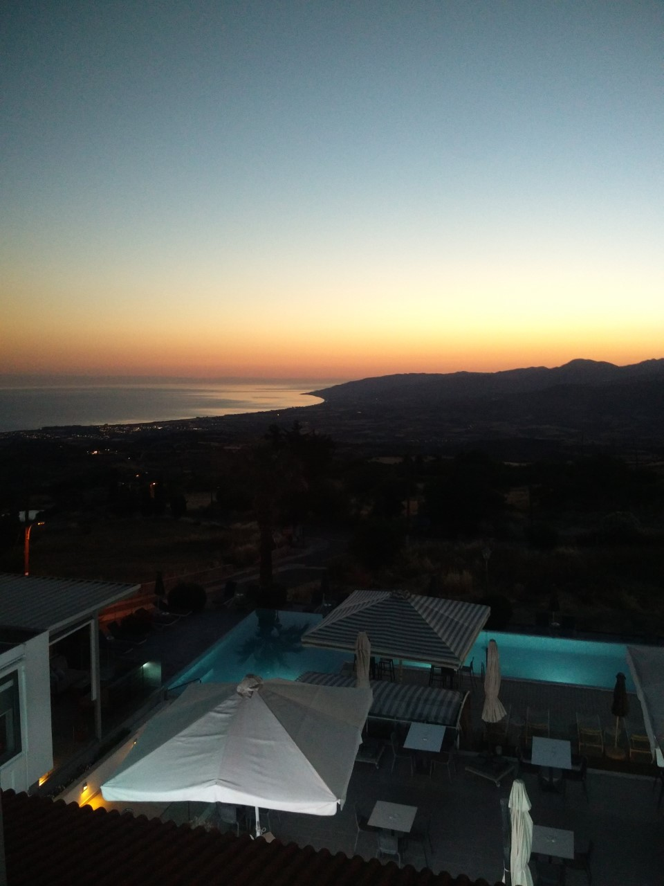 (Φωτογραφία: Θέα από το μπαλκόνι του ξενοδοχείου)