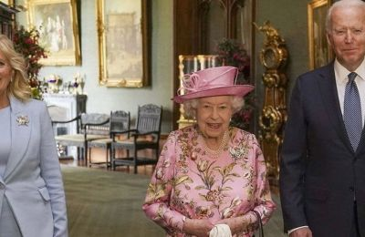 Κατά την άφιξη του Προεδρικού ζεύγους, απήλαυσαν τους φρουρούς του Παλατιού που τους απηυθύναν βασιλικό χαιρετισμό, αλλά και την μπάντα που έπαιξε τον Αμερικανικό εθνικό ύμνο