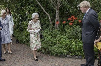 Η πιο εντυπωσιακή παρουσία στο εν λόγω event ήταν αναμφίβολα η Kate Middleton, επιλέγοντας να φορέσει ένα λευκό φόρεμα του αγαπημένου της σχεδιαστή, Alexander McQueen, που κόστιζε 3.000 λίρες