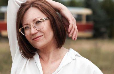 Τα συμπτώματα ή αλλιώς σημάδια, που προσδιορίζουν την αρχή της εμμηνόπαυσης, μπορούν να εμφανιστούν χρόνια πριν σταματήσει εντελώς η έμμηνος ρύση μιας γυναίκας