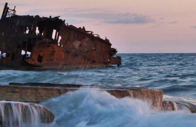 Λόγω του μικρού βάθους της ακτής, το πλοίο δεν βυθίστηκε ολόκληρο και παρέμεινε έτσι μέχρι σήμερα, με τον σκελετό να βρίσκεται σε κοινή θέα