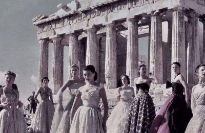 Η στιγμή όπου η γαλλική και παγκόσμια μόδα βρισκόταν στον Ιερό Βράχο, δημιούργησε ανεκτίμητες εικόνες για την Ελλάδα. Αυτό το συναίσθημα «ξαναγεννιέται» στις 17 Ιουνίου ημέρα Πέμπτη, στο Καλλιμάρμαρο