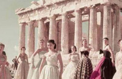 Για αυτή τη συλλογή, η συνεργασία του οίκου με διάφορους Έλληνες τεχνίτες που εξειδικεύονται σε τέχνες όπως η ύφανση, το κέντημα, τα κεραμικά, θα φέρει ως αποτέλεσμα θεαματικές δημιουργίες
