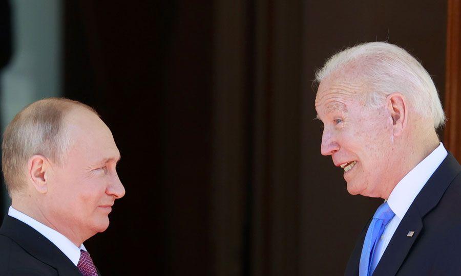 Μπάιντεν: Ούτε αγκαλιές, ούτε Ψυχρός Πόλεμος