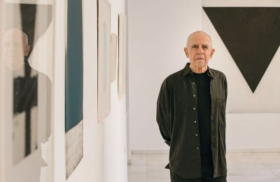 O Eλληνοαμερικανός καλλιτέχνης παρουσιάζει στην γκαλερί Citronne την έκθεση «Διαδρομές», όπου συνενώνονται 4 δεκαετίες της καλλιτεχνικής διαδρομής του