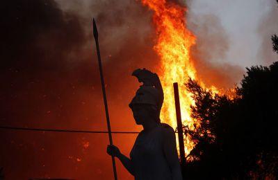 Φωτιές σε Εύβοια και Ολυμπία: Δραματική η κατάσταση- Συνεχείς εκκενώσεις οικισμών
