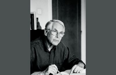 Ο Νίκος Φωκάς «έφυγε» αθόρυβα στις 27 Ιουλίου. Δεξιά, η συγκεντρωτική έκδοση των ποιημάτων του, «Ποιητικές συλλογές, 1954-2000» (ύψιλον/βιβλία, 2002) και η τελευταία του συλλογή «Κοντή σκιά»