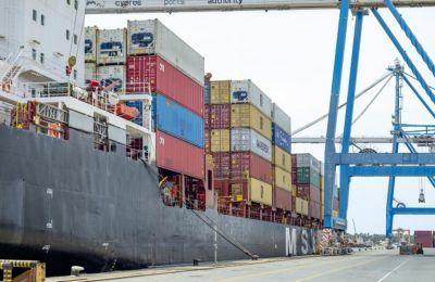 Η πανδημία μπλοκάρει το διεθνές δίκτυο μεταφοράς προϊόντων