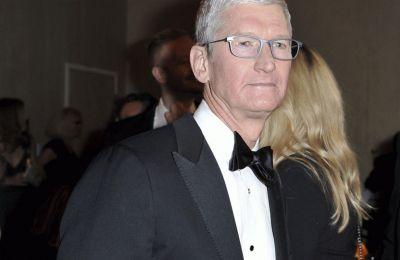 Μπόνους 750 εκατ. στον Τιμ Κουκ από την Apple