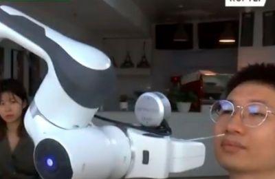 Κίνα - Βίντεο: Ρομπότ παίρνει ρινικά δείγματα χωρίς ανάγκη νοσοκόμου
