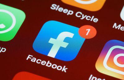 Διπλό πλήγμα για το Facebook: Παγκόσμιο μπλακ άουτ στον απόηχο του «σκανδάλου Χόγκεν»