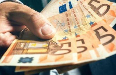 Αύξηση εσόδων και μείωση του δημοσιονομικού ελλείμματος στον προϋπολογισμό του 2022