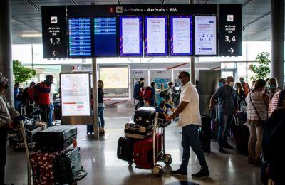 Χαλαρώνει τις απαιτήσεις της για ταξιδιώτες από Κύπρο η Γαλλία από τη Δευτέρα
