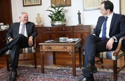 Ενημέρωσε το Μενέντεζ για τις πρόσφατες τουρκικές προκλήσεις ο ΥΠΕΞ