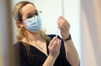 Τρίτη δόση: Ανοίγει η Πύλη Εμβολιασμού την Τετάρτη για τους 65 και άνω