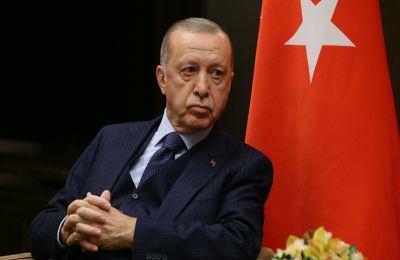 Τουρκία: Ο Ερντογάν απέλυσε τρία μέλη της κεντρικής τράπεζας – Σε ιστορικό χαμηλό η λίρα