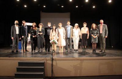 Μερικά από τα βραβεία που παρέλαβαν είναι, βραβείο καλύτερης παράστασης κριτικής επιτροπής, βραβείο καλύτερης παράστασης πολιτιστικών συλλόγων, βραβείο σκηνοθεσίας στη Μαρίνα Αθανασίου
