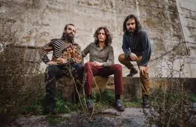 Οι Monsieur Doumani επιστρέφουν με ένα συναρπαστικό τέταρτο άλμπουμ,