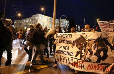 Αθήνα: Επεισόδια σε πορεία για τον θάνατο του 20χρονου στο Πέραμα