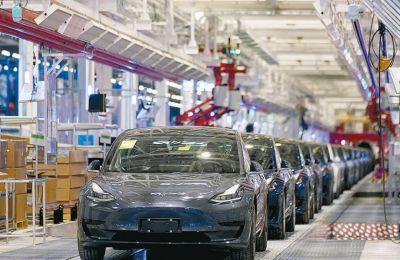 Έφτασε το 1 τρισ. δολάρια η αξία της Tesla μετά την παραγγελία Hertz