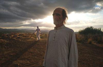 «Η πρωτοβουλία για το ανέβασμα επί σκηνής του «Προφήτη» είναι της χορογράφου και χορεύτριας Ελένης Aneesha Μιχαήλ που με κάλεσε να συμμετάσχω στη δουλειά της αυτή» λέει ο Αντώνης Κατσαρής