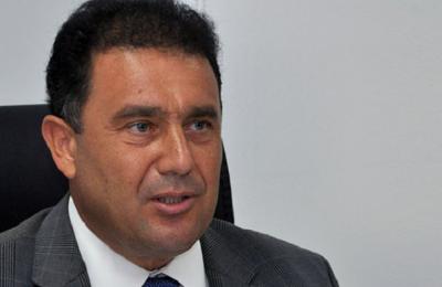 Αρνείται κάθε ανάμειξη με το ροζ βίντεο του Σανέρ ο ανθυποψήφιός του